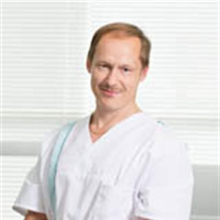 Suu- ja leukakirurgian erikoishammaslääkäri, professori Jari Kellokoski