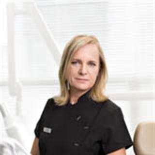 Hammaslääkäri Anne Liuska