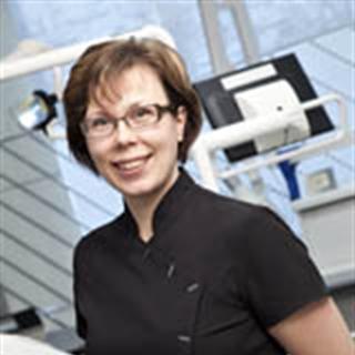 Protetiikan ja purentafysiologian erikoishammaslääkäri, HLT Piia Saalasti
