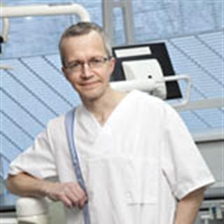 Suu- ja leukakirurgian erikoishammaslääkäri Anssi Uiskamo