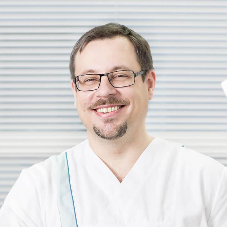 Parodontologian eli iensairauksien erikoishammaslääkäri Teemu Iskala