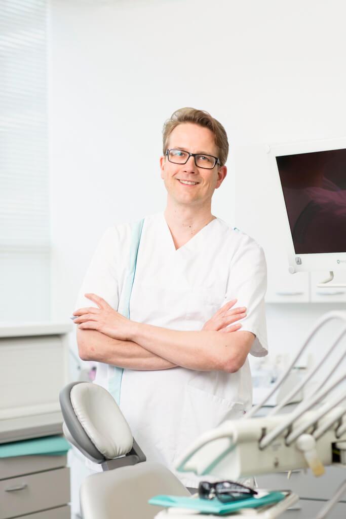 Hammaslääkäri Jari Ahonen