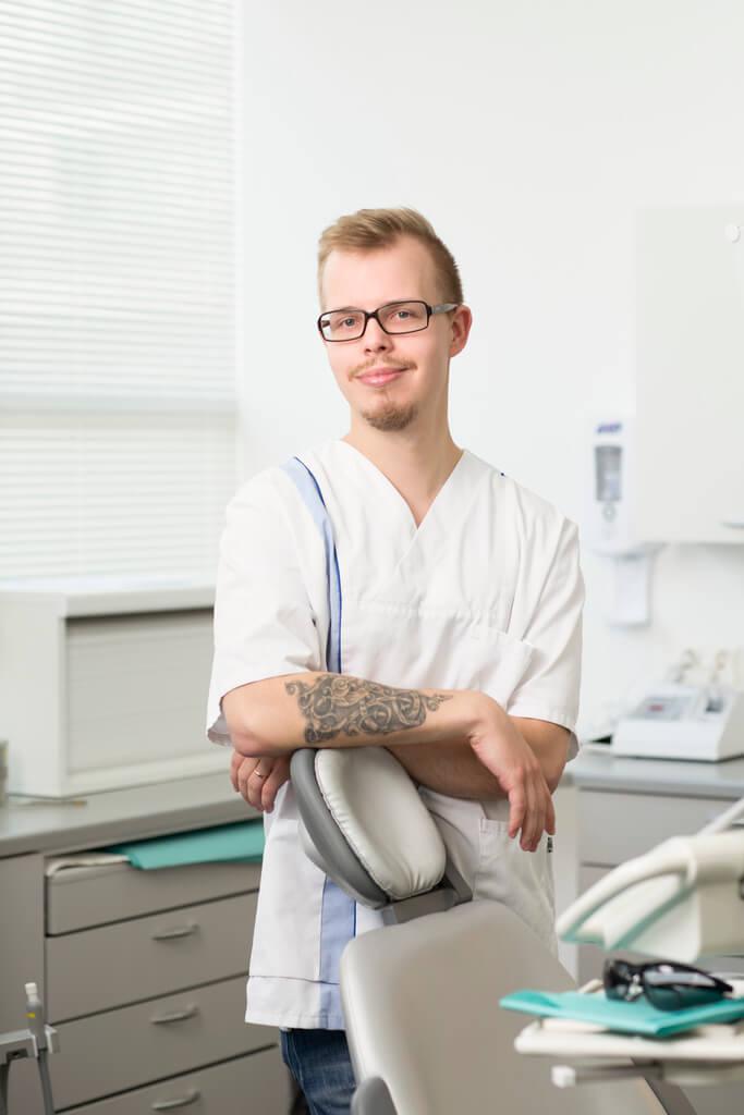 Hammaslääkäri Henri Kiviaho