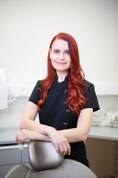 Oikomishoidon erikoishammaslääkäri Susanna Kanerva