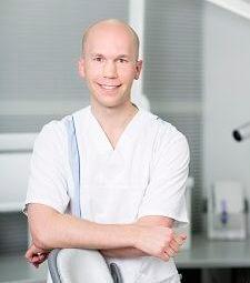 Hammaslääkäri Aksel Junnila