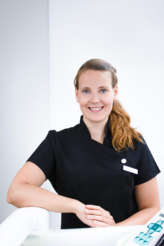Hammaslääkäri Anne Manninen