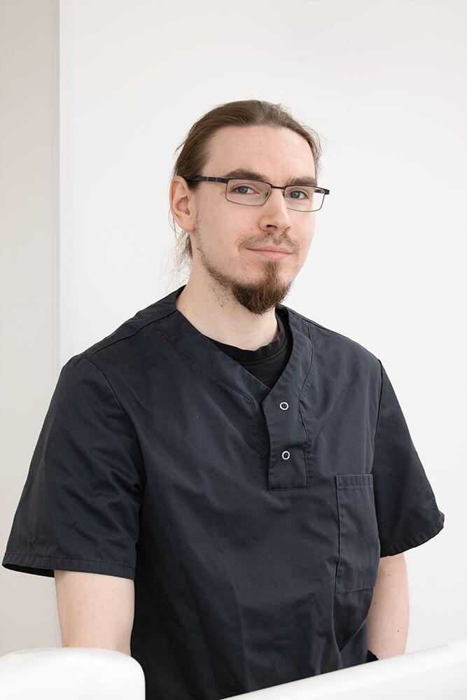 Hammaslääkäri Olli Suhonen